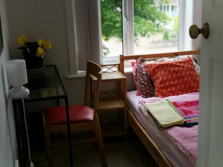 Single bed room in south west Coventry