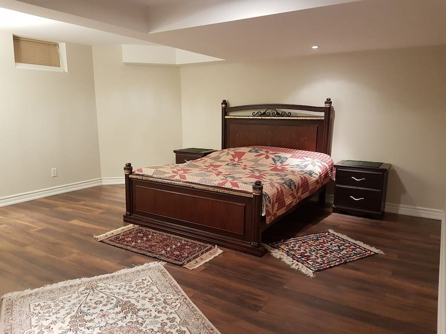 Huge bedroom, with a closet