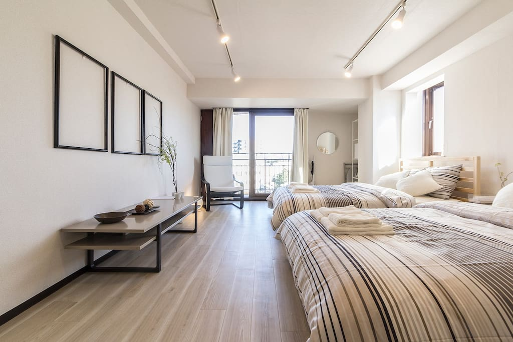 Overview of the apartment with 2 double beds