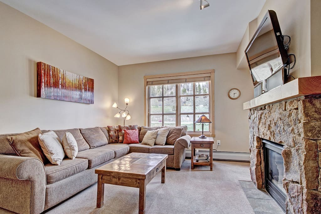 Cozy Living Room - Relax after a long day on the slopes.