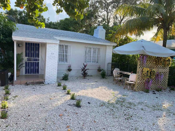 Entire Private Home in Miami 2/1 with Patio
