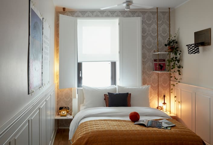 Cozy and Comfortable Room for Two in Ku'damm