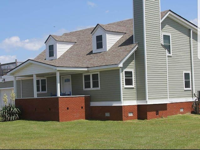 Pet Friendly Home in Wanchese, NC