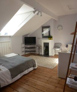 Beautiful quiet room - minutes walk to city centre - York - House