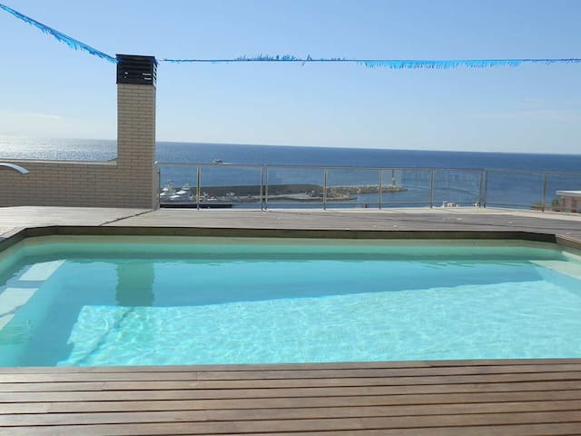 AP MIRADOR 3,Ideal house for your holidays near the sea, free wifi, air conditioning,community pool, pets allowed, dog's beach.