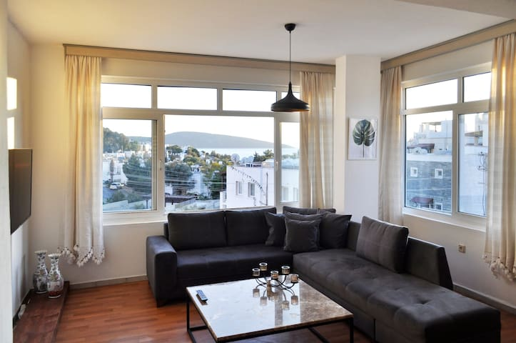 Flat With Sea View In City Center 2 bedrooms