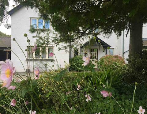 Hill Top Lodge - Bowness, ensuite double room