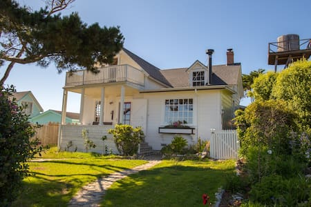 Modernized Historic Home w/ Breathtaking Oceanview - 門多西諾(Mendocino) - 獨棟