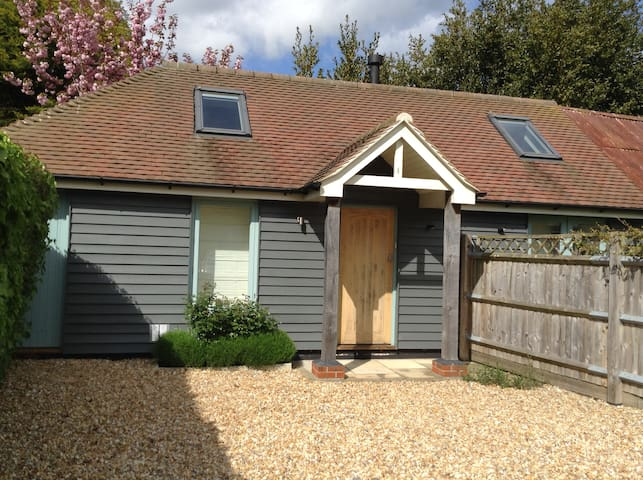 Bright, self-contained studio barn, walk to sea. - Hampshire - Lägenhet