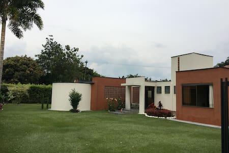 GREAT AND LUXURIOS WEEDKEND HOUSE IN SANTAGUEDA - CALDAS - Ház