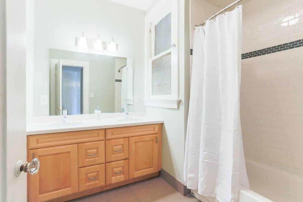 Dual Vanity Sink in bathroom