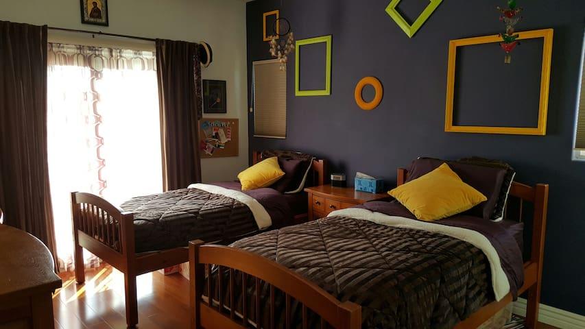 Two beds/Pvt bath - 3 miles 2 beach - Huntington Beach - House