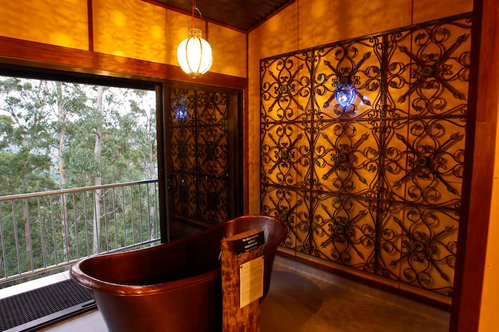 TREE HOUSE #2.Private,copper bath,3 levels+views
