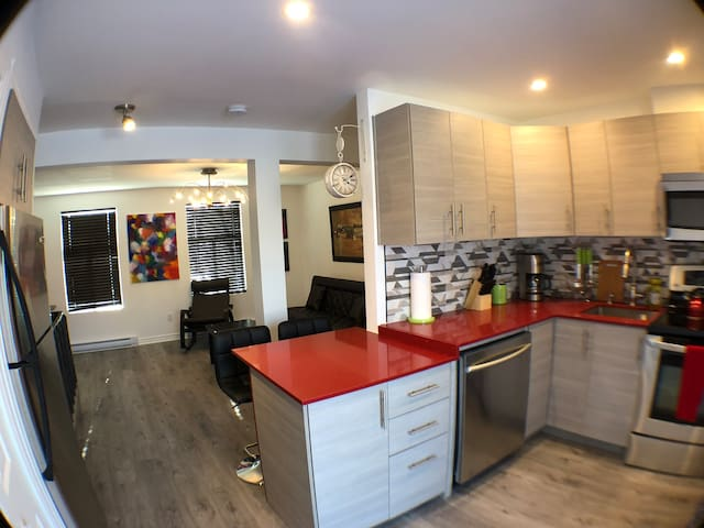 @1387 Downtown Montreal /Bright Condo(up to 5 ppl)
