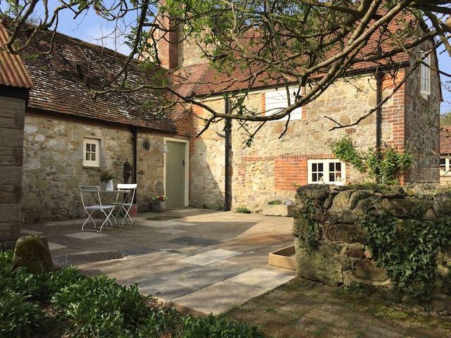 Stroud Green Farm 17th Century Brew House