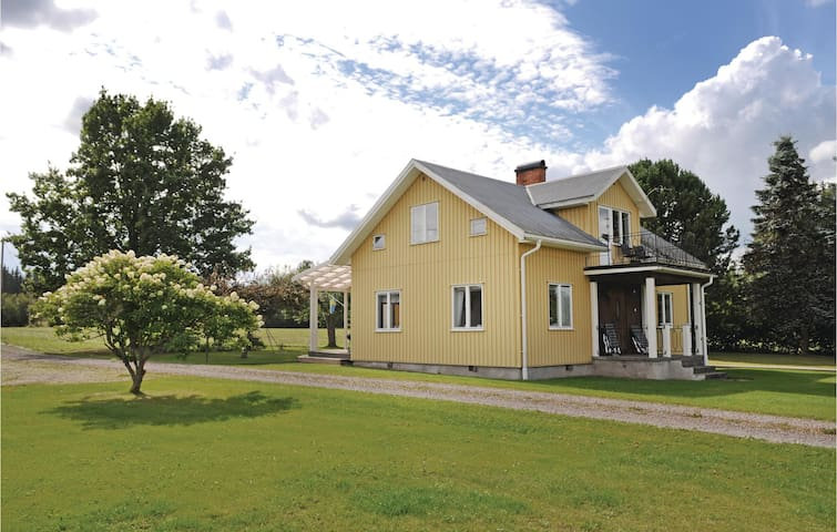 Holiday cottage with 3 bedrooms on 104m² in Västra Ämtervik