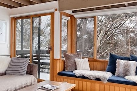 Stunning mountain chalet in central Thredbo