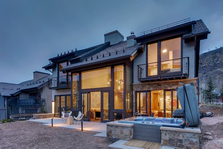 LUXURIOUS RESIDENCE IN VAIL, COLORADO