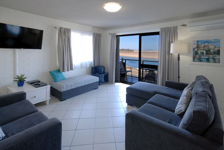Superior Front 2 bedroom apartment with ocean view