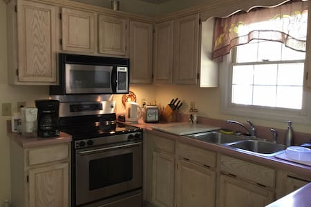 Spacious lower level of the house! - Nashville - Hus