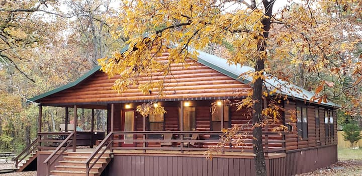 Broken Bow Cabin  Sleeps 7-8, Hot Tub, Playground