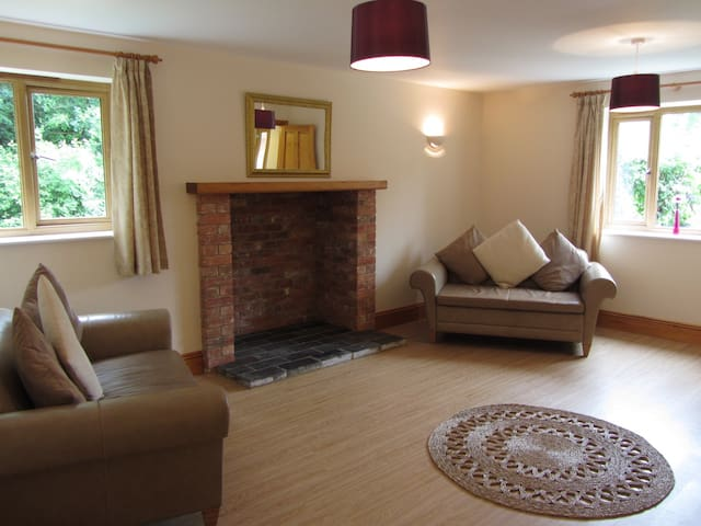 Plumtree Cottage, contemporary style with hot tub - Blandford Forum - House