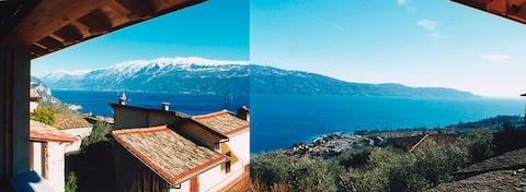 Kamienne Rustico z widokiem na jezioro Garda