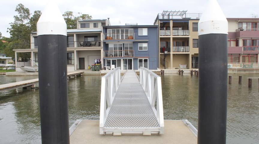 Waterfront Accomodation with Jetty, Port Stephens