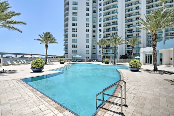 Luxurious Daytona Beach Condo w/ Resort Amenities!