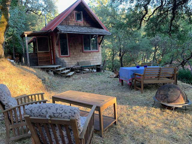 Cozy Cabin on homestead along Deer Creek