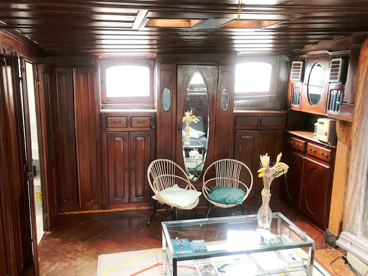Helena's Captain's Cabin
