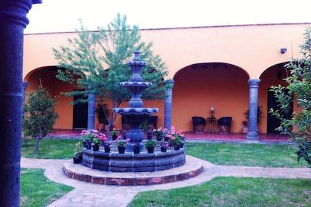 B&B Hermoso Cuarto Doble en casa tipo Hacien - San Miguel de Allende