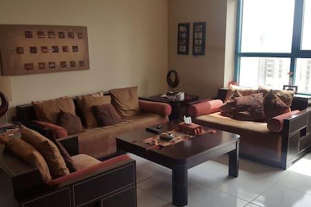 Master bedroom in prime location - ドバイ - アパート