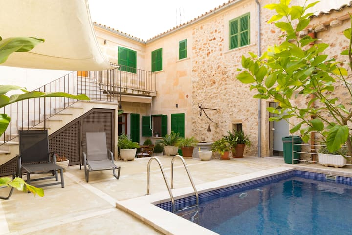 Luxury town house with pool - Casa Pina
