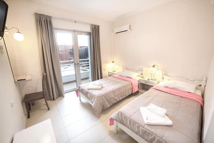 Economy single room in the heart of Chania city