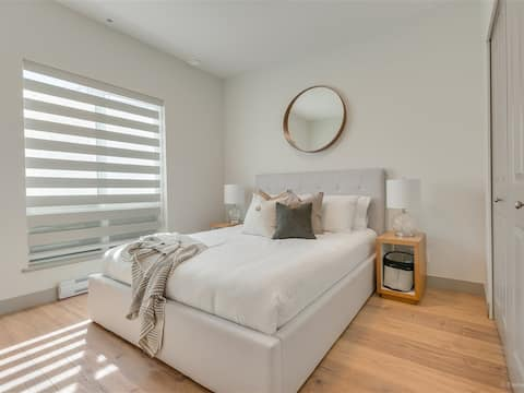 Cozy New Apartment by Skytrain/Safe Separate Entry