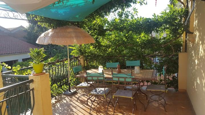 Grande maison avec jardin, piscine et terrasse