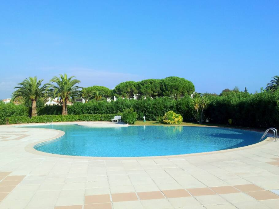 Studio design 30 m2 piscine wifi proche cannes for Piscine mandelieu