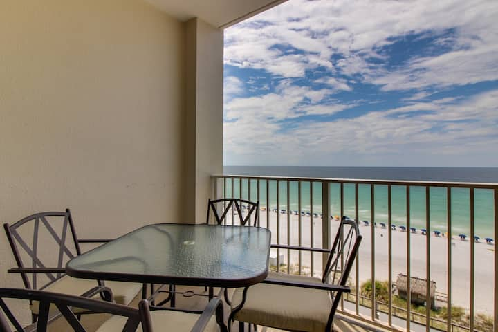 Beachfront condo w/ shared pool & hot tub by ocean and lake - snowbirds welcome!