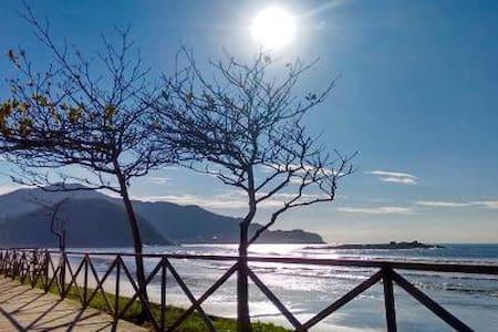 Linda casa na praia de Gravatá. Venha desfrutar! - Navegantes - Hus