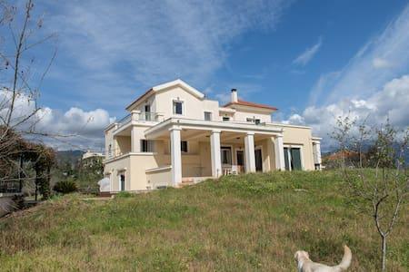 luxury villa - Akovitika
