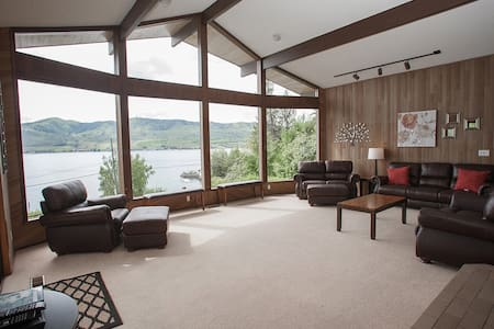 Huge Views of Lake Chelan from this Large Home - Chelan