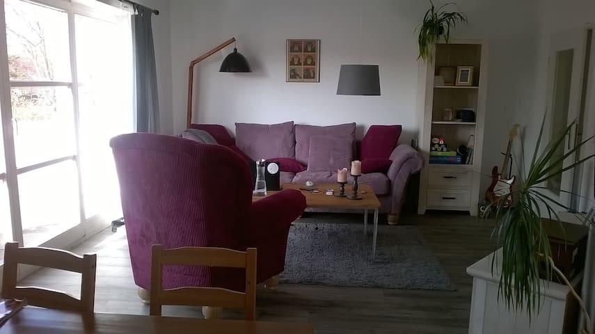 Schönes Zimmer in ruhiger Lage - Delbrück - Apartment