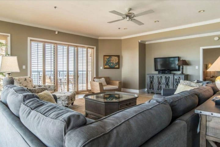 SeaChase 1601 W-Beachfront Penthouse Condo 3bed/3bath