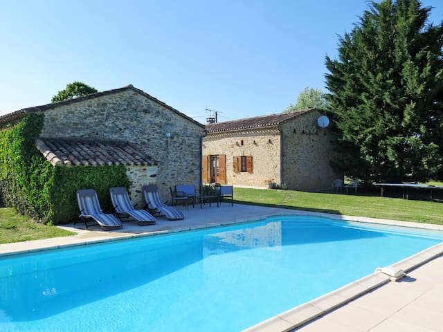 Beautiful stone house with pool in the hamlet of Pontus
