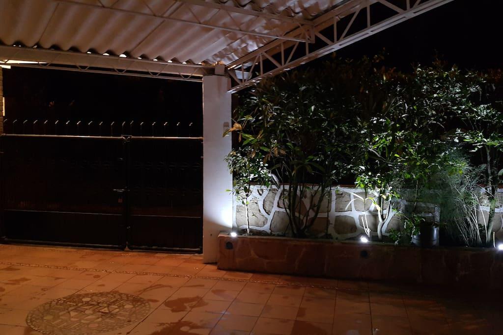 Excelente iluminación para generar diferentes atmósferas.