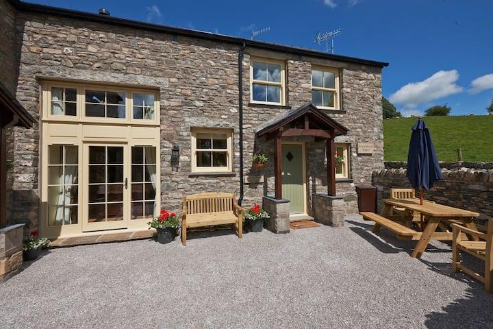 Spring Cottage, Luxury 3 bed cottage -Dog friendly