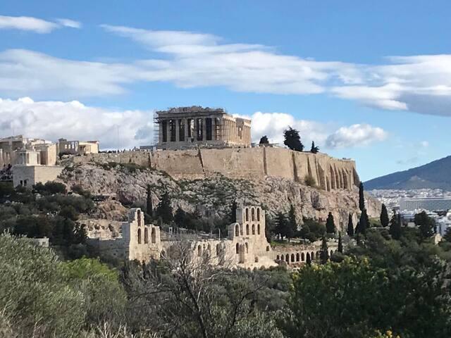 Medluxe Acropolis Museum! Makrygianni sidewalk