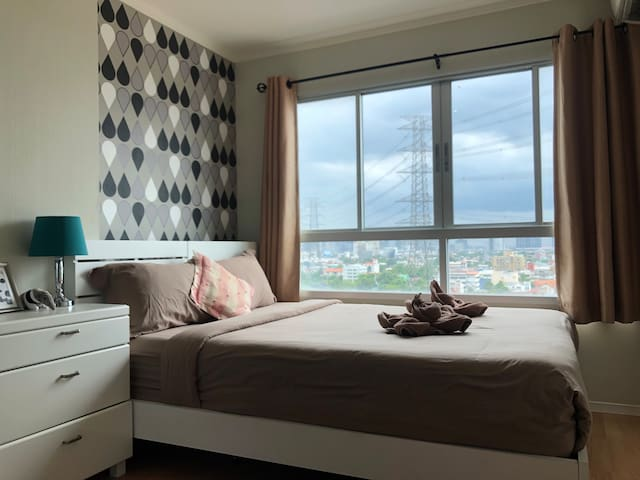 Vintage room with Parking near Shopping malls
