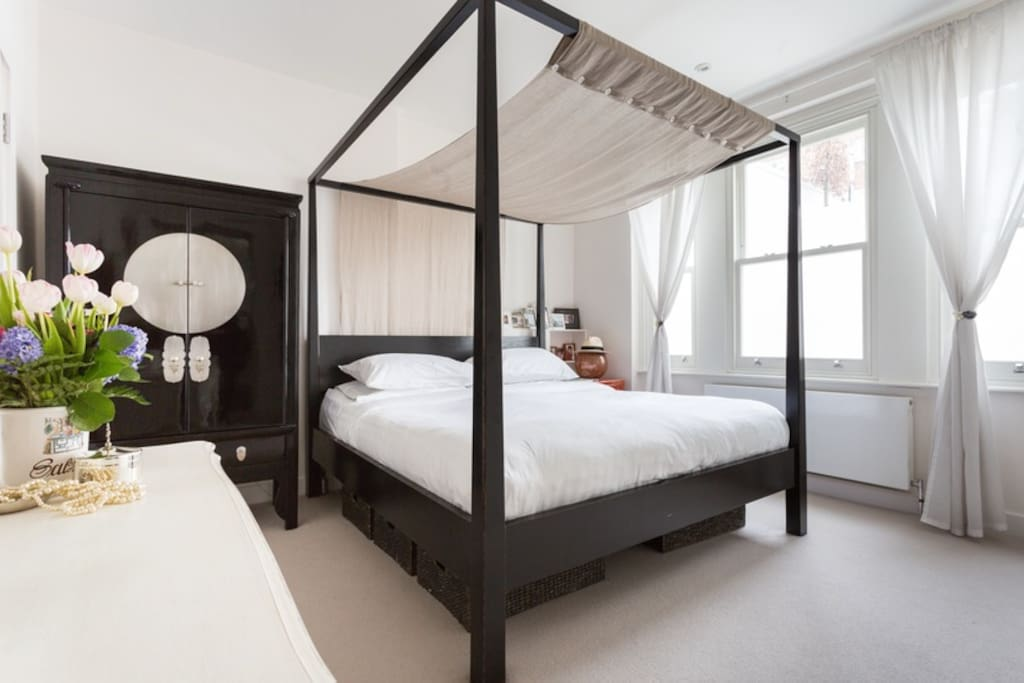 The master bedroom is beautiful and light with a kingsize bed. Unlike the picture, we now have grey velvet curtains, which are black out.